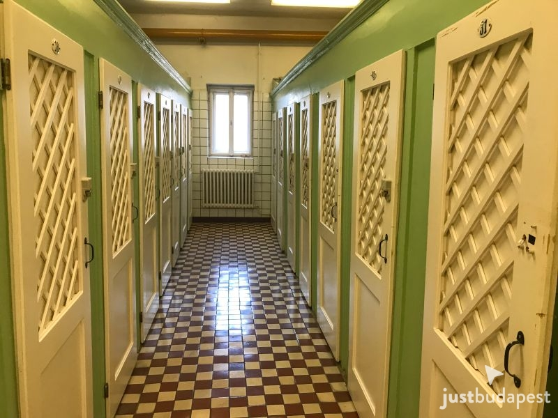 Budapest Thermal Baths: Locker or Cabin